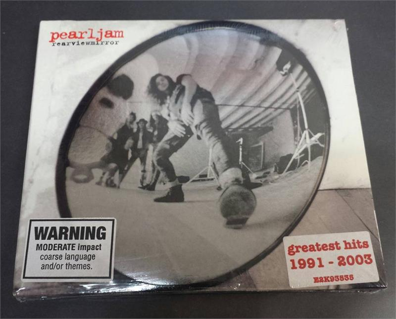 pearl jam the essential rearviewmirror greatest hits 1991 2003 audio cd 11 16 2004. Black Bedroom Furniture Sets. Home Design Ideas